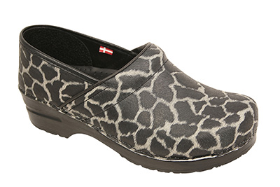 sanita-medical-clogs-professional-safari-giraffe-1